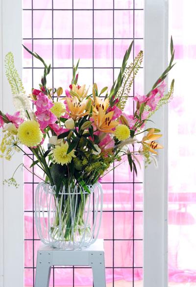 vaas-roze-geel-bloemen