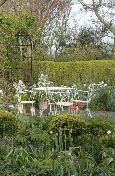 Zo maak je de tuin romantisch en boeiend