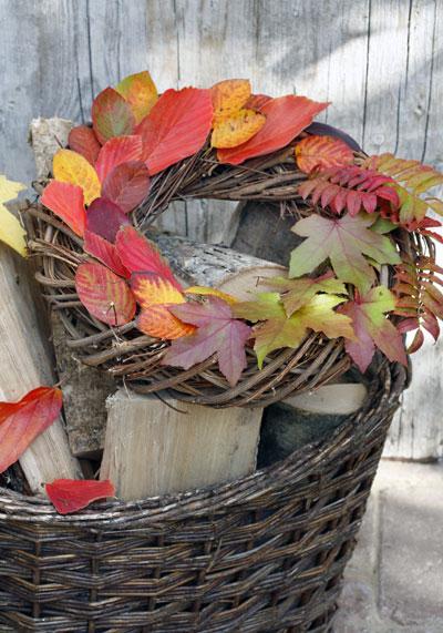 Zelf maken: krans van herfstbladeren