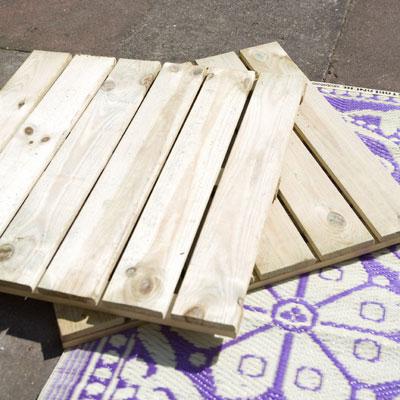 Zelf maken bankje van houten vlondertegels - Houten terras en tegels ...