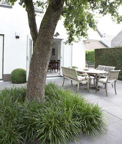 Tips en tricks voor een kleine tuin - Dek een terras met tegels ...