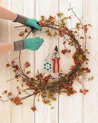 Kransen en boeketten maken met rozenbottels
