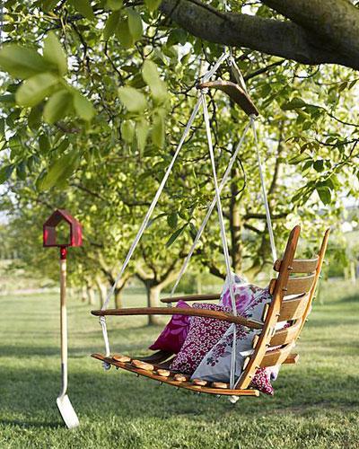 geurige lavendel en andere vakantie-sfeermakers, schommelstoel aan boomtak