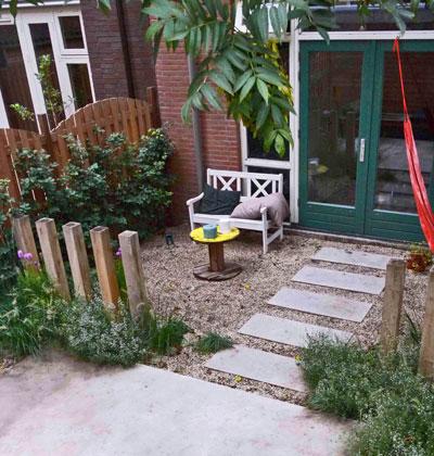 Minituin met prairie-allure: staptegels en hangmat
