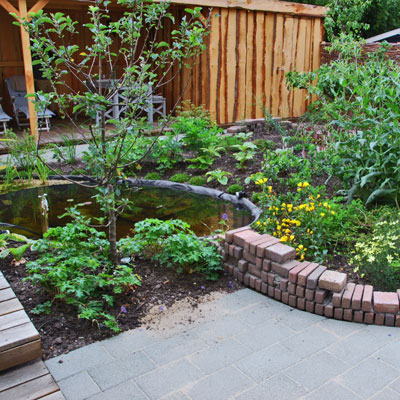 duurzame tuin, overzicht met vijver