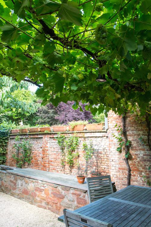 kleine mediterrane tuin zijkant