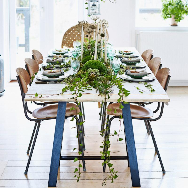 Groene kerstversiering tafel