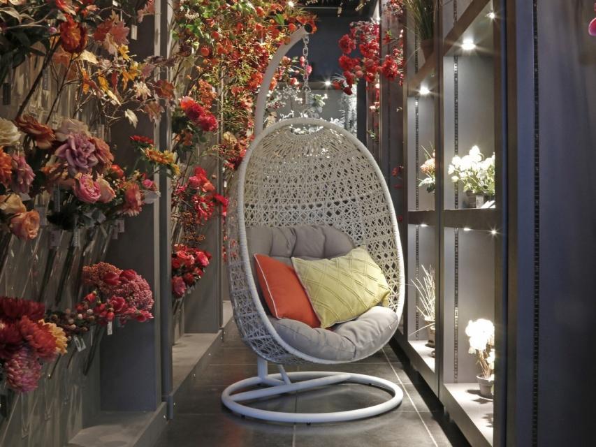 Tuintrends hangstoel en schommelbank homeandgarden