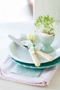 Paasdecoratie: eierschaal met tuinkers