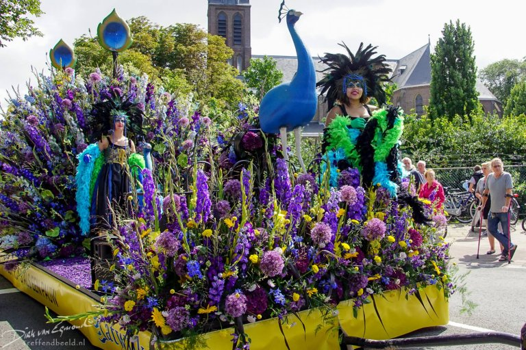 Around the World thema 2018 van Flower Parade Rijnsburg