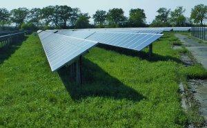 Leef duurzamer met zonnepanelen in de tuin